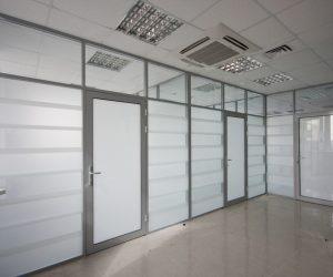 окна, двери, перегородки из ПВХ и алюминиевого профиля.